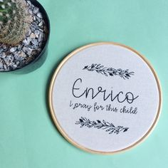 amei bordado o quadrinho de Enrico  #sigoACML  #acoisamaislinda #bordadoamao #bordadolivre #embroideryhoop #maternidade #quartodebebe #babyroom #babyroomdecor