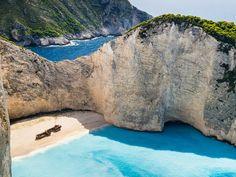 Korfu, Lefkada, Itaka, Kefalonia, Zakynthos – greckie wyspy rozsiane na lazurowych wodach Morza Jońskiego – zdają się być rajem na ziemi. Na turystów czekają tu piaszczyste plaże, białe klify i porośn...