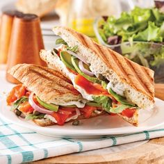 Panini Smoked Salmon, Avocado and Arugula – Weekend Suppers – Recipes – Express Recipes – Practical Practice Panini Sandwiches, Wrap Sandwiches, Sandwich Recipes, Supper Recipes, Snack Recipes, Healthy Recipes, Light Recipes, Clean Recipes, Paninis