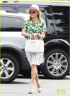 #dresscolorfully reese witherspoon in our garden leaves poplin crop top