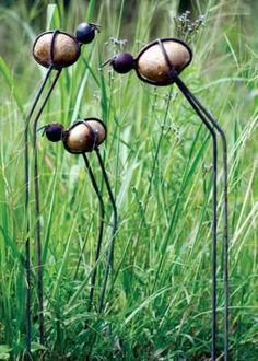 Utilizar pedras para enfeitar o jardim e o gramado é uma ótima opção para decorar gastando pouco dinheiro. Na verdade o principal nesta...