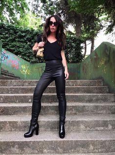 Le tendenze delle sfilate sono chiare: i pantaloni di moda per il prossimo Autunno/Inverno 2018 2019 saranno così, di pelle.  Ampi e maschili oppure skinny e cropped, tanti modelli per un solo leather mood.  #leatherpants #fashion #streetstyle