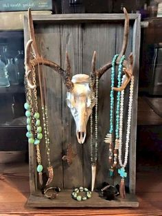 Western style home decoration revolves around spirit and charm. It is a matter of staying close to western culture by making various western rustic or sophisticated items a part of your home. Deer Skulls, Deer Antlers, Deer Antler Crafts, Deer Horns Decor, Deer Skull Decor, Deer Hunting Decor, Deer Heads, Antler Art, Western Style