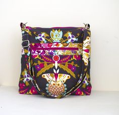 Mako Bag PDF sewing pattern Boxy bag  by lorelei jayne on Etsy. This bag would make a great tech bag and everyday bag. The Mako Bag includes instructions on two different ways to install zippers. #bagmaking #loreleijayne #PDFpattern