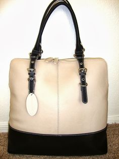 Always Dolled Up: Fall Trend featuring Wilsons Leather- Two Tone Totes and Handbags! $75 bucks  http://www.alwaysdolledup.com/2013/10/fall-trend-featuring-wilsons-leather.html