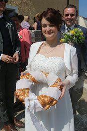 Hochzeitsbrauch Branawerfen Fashion, Kustom, Newlyweds, Games, Moda, Fashion Styles, Fashion Illustrations