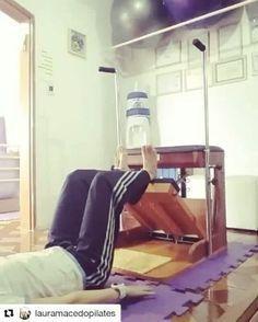 UM DOS exercícios da semana. ・・・ ✔Posteriores de coxa ou parte de trás da sua coxa ou isquiotibiais irão sentir. #lauramacedopilates #pilatessaojosedoscampos #chairpilates #sjc