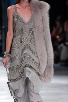 View all the detailed photos of the Roberto Cavalli spring / summer 2014 showing at Milan fashion week. Grey Fashion, Look Fashion, Fashion Details, High Fashion, Fashion Show, Fashion Design, Fashion Outfits, Style Haute Couture, Couture Fashion