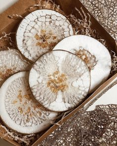 Home Accessories Coasters Resin Art How to Carry a Ladder Correctly In today's world, it seems that Diy Resin Projects, Diy Resin Art, Diy Resin Crafts, Making Resin Jewellery, Resin Jewelry, Epoxy, Diy Resin Coasters, Polyurethane Resin, Resin Artwork