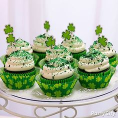 Go green by baking your favorite cupcake recipe in emerald baking cups! Make them really POP with dark green sprinkles & Shamrock party picks!