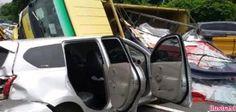 Tabrakan Beruntun di Temanggung Satu Orang Tewas  KONFRONTASI-Tabrakan beruntun yang melibatkan tiga mobil di jalan raya Bejen-Ngadirejo tepatnya di depan KUA Bejen Kabupaten Temanggung Rabu mengakibatkan seorang tewas dan lima korban lainnya mengalami luka-luka.  Informasi yang dihimpun dari Polres Temanggung menyebutkan kecelakaan yang terjadi sekitar pukul 09.00 WIB tersebut bermula melaju truk dump dengan nomor polisi E 9831 D bermuatan pasir dari Candiroto menuju Bejen.  Setelah sampai…