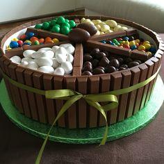 Torta kit kat con praline di cioccolata