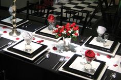 Black white and red table setting - flower arrangement