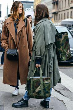 Street looks at Milan Fashion Week Fall/Winter Cool Street Fashion, Look Fashion, Fashion Outfits, Womens Fashion, Fall Fashion, Net Fashion, Fashion 2015, Fashion Lookbook, Milan Fashion