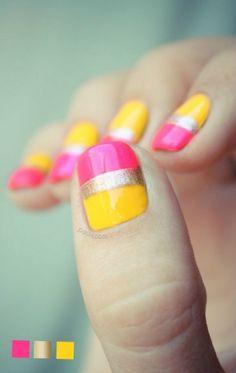 Zweifarbige Nageldesigns für kurze Nägel