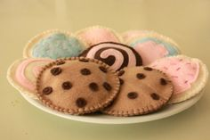 Felt cookies for tea parties or kitchenettes