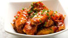 Peach~Sriracha Chicken Wings - addictively spicy and sweet : tablespoon Sriracha Wings, Sriracha Chicken, Bbq Chicken, Cooking Chicken Wings, Baked Chicken Wings, Glazed Chicken, Best Chicken Wing Recipe, Chicken Wing Recipes, Yum Yum Chicken