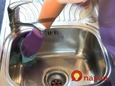 How to clean stainless steel sink - lemon juice, baking soda, baby oil! see video! I do this every week! I use the residual from the baby oil paper towel on all of my stainless steel appliances! Household Cleaning Tips, Household Cleaners, House Cleaning Tips, Green Cleaning, Spring Cleaning, Cleaning Hacks, Kitchen Cleaning, Cleaners Homemade, Diy Cleaners
