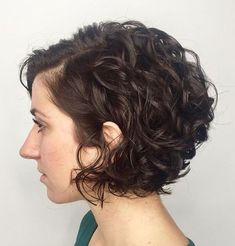 65 Different Versions of Curly Bob Hairstyle Jaw-Length Side-Parted Curly Bob Haircuts For Curly Hair, Wavy Bob Hairstyles, Curly Hair Cuts, Short Hair Cuts, Curly Hair Styles, Curly Hair Bob Haircut, Short Permed Hair, Short Curls, Wedding Hairstyles