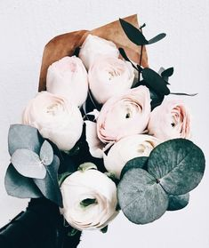 Peonies / Chic Bouquet / Blooms / Beautiful Flowers / Simple Living - Flowers and Gardens - Blumen My Flower, Fresh Flowers, Beautiful Flowers, Pink Flowers, Frühling Wallpaper, Deco Floral, Pastel Floral, Bouquets, Peonies Bouquet