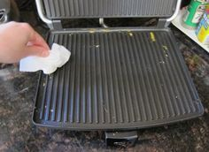 Home Tip: Ο πιο απλός και γρήγορος τρόπος να καθαρίσεις την τοστιέρα! Οι φωτογραφίες δε λένε ψεμματα