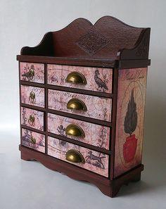 Blog tonic: Italianate cabinet...with mahogany effect - Doda