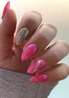 Adorable ideas of glitter and pink nail designs and images for ladies of various age groups to try in these days. This awesome nail design can be use to wear on various special occasions and parties. Light Pink Nails, Pink Nail Art, Green Nails, Cute Nails, Pretty Nails, Hair And Nails, My Nails, Nail Art Designs, Nail Color Trends