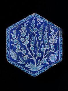 Tile      Place of origin:      Iznik, Turkey (made)     Turkey (made)     Date:      ca. 1520-1550 (made)     Artist/Maker:     ...
