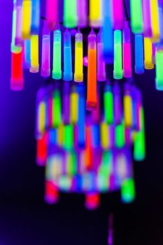 DIY Glow Stick Chandelier for the ultimate glow party decor! Dance Party Kids, Dance Party Birthday, Neon Birthday, Birthday Parties, Dance Parties, 17th Birthday, Glow In Dark Party, Glow Stick Party, Glow Sticks