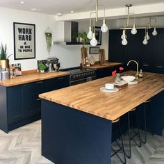 Turn a kitchen into a sophisticated place to relax with the Shaker design and trendy navy shade of these cabinet doors. Create an on-trend navy kitchen by pairing with sold wood worktops and gold pendant lights.