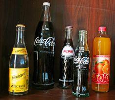 Schweppers, Coca Cola 1. liter, Pepsi Cola 1,5 liter, Coca Cola 0,25 liter og Solo 0,5 liters glassflasker fra 70 og 80-tallet.