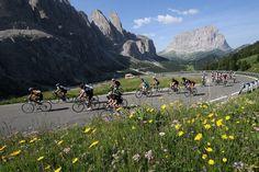 Grande festa a Corvara per la 29esima edizione della #Maratona dles Dolomites che ha visto al via 9302 ciclisti in rappresentanza di 64 nazioni.  Ecco report, foto e classifiche della corsa  http://www.mondociclismo.com/maratona-dles-dolomites-2015-in-9000-sulle-vette-dolomitiche-foto-e-classifiche20150705.htm   #MaratonadlesDolomites #ciclismo #mondociclismo #Dolomiti