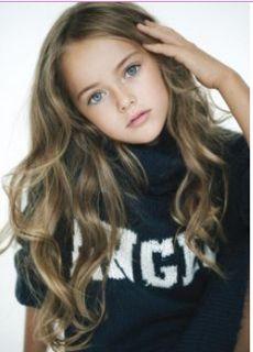 """Kristina Pimenova est devenue très populaire sur Internet, et a gagné le titre de """"la plus belle fillette au monde""""."""