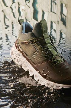 Swiss Engineering gegen die Elemente. Gegen Stürme, kaltes Wetter und deine Ausreden. Sneakers Mode, Air Max Sneakers, Sneakers Fashion, Fashion Shoes, Mature Mens Fashion, Womens Fashion, City Style, Men's Style, Walk This Way