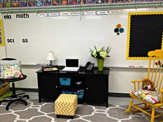 Such an amazing classroom! Classroom Tour from Tunstall's Teaching Tidbits {Such an inspirational classroom for ideas for how to organize your classroom and also what you should be looking for in a teacher's classroom} Classroom Setting, Classroom Setup, Classroom Design, Future Classroom, Organization And Management, Classroom Organization, Organizing, Classroom Management, 2nd Grade Classroom