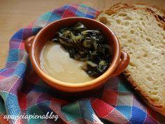 Le fave e cicorie sono un piatto tipico della tradizione pugliese da realizzare con semplicità e con l'ausilio di pochi e semplici ingredienti genuini.