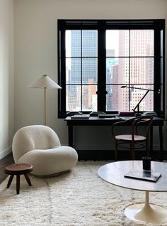 Minimalist decor ideas from one of the best interiors stylists in the industry! Get tips for making your minimalist home feel warm and stylish. My Living Room, Home And Living, Living Room Decor, Living Spaces, Living Room Floor Lamps, Work Spaces, Decor Room, Inspiration Design, Interior Inspiration