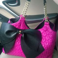This is probably the cutest Coach purse Ive seen in a long time. Kudos for reinventing yourself! Cute Handbags, Purses And Handbags, Mk Handbags, Coach Handbags Outlet, Coach Purses, Cheap Mk Bags, Cheap Michael Kors Purses, Betsey Johnson Purses, Grunge