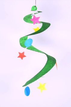 Why have a regular Christmas tree when you can have a twisting and twirling paper plate Christmas tree! This Christmas tree craft idea for kids is perfect activity for kids during holidays.