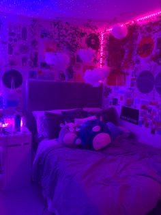 Bedroom Decor For Small Rooms, Cute Bedroom Decor, Bedroom Setup, Room Design Bedroom, Room Ideas Bedroom, Dream Bedroom, Ideas Habitaciones, Neon Bedroom, Indie Room Decor