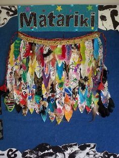 He korowai mo Matariki Classroom Displays, Art Classroom, Diy And Crafts, Crafts For Kids, Arts And Crafts, Waitangi Day, Cultural Crafts, Food Art For Kids, Maori Designs