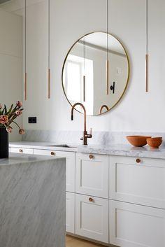 Tee keittiöstä kotisi tunnelmallinen keskipiste, jossa on hyvä olla 💛 Keittiömme rakentuvat IKEAn runkoihin. | Tuote kuvassa: ENSIÖ-keittiö väreissä Natural White ja PARASOL-vetimet värissä Copper. #ashelsingö#ashelsingo#naturalwhite#keittiöt#keittiödesign#keittiöremontti #sisustussuunnittelu #scandinaviandesign #ikeahack #ikeakeittiö #keittiösisustus Kitchen Interior, Kitchen Design, Interior Styling, Interior Design, Ikea Frames, Ikea Cabinets, Kitchen Models, Quality Kitchens, Stylish Kitchen