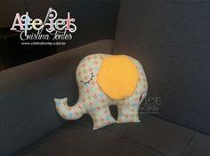 Almofada Elefante. Para encomendas escreva para: contato@cristinafontes.com.br