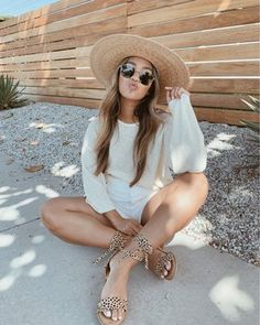 Shop Your Screenshots™ with LIKEtoKNOW.it, a shopping discovery app that allows you to instantly shop your favorite influencer pics across social media and the mobile web. Beach Aesthetic, Summer Aesthetic, Aesthetic Clothes, Simple Outfits, Cool Outfits, Fashion Outfits, Senior Picture Outfits, Ibiza Fashion, She Is Clothed