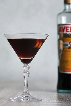 Well, maybe somebody remembers that some years ago I posted about Black Manhattan – an interesting Manhattan variation utilizing amaro Averna (but I used Ramazzotti) instead of sweet vermouth. Cocktail Glass, Cocktail Drinks, Cocktail Recipes, Amaro Cocktails, Negroni Recipe, New Years Cocktails, Manhattan Cocktail, Recipe Maker, Bloody Mary Recipes