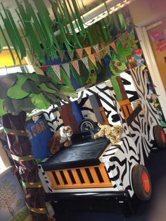 Awesome Jungle Nursery Ideas for Baby Kids Room Check our Bio Link Rainforest Classroom, Jungle Theme Classroom, Rainforest Theme, Classroom Themes, Safari Party, Safari Theme, African Animals, African Safari, Safari Jeep