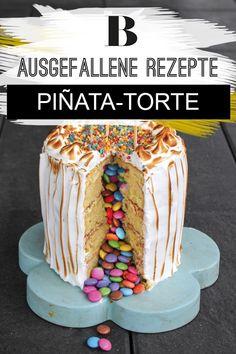 Ausgefallene Kuchen zum Kindergeburtstag: Den Namen hat diese Piñata-Torte von den bunten Pappmachee-Figuren, die im spanischsprachigen Raum mit Süßigkeiten gefüllt und an Kindergeburtstagen, zu Ostern oder Weihnachten mit einem Stock zerschlagen werden, um an die Naschereien zu gelangen. Für die Piñata-Torte brauchen wir nur ein Messer, um an den Kern aus bunten Schokolinsen zu gelangen. Der Hit auf jedem Kindergeburtstag - garantiert! Zum Rezept: Piñata-Torte. Vanilla Cake, Birthday Cake, Desserts, Food, Education, Kids, Easter Pie, 2nd Birthday, Cute Ideas