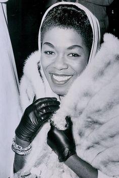 "SARAH VAUGHN (Sarah Lois Vaughan 1924 – American Jazz Singer, described by music critic Scott Yanow as having ""one of the most wondrous voices of the century. Jazz Artists, Jazz Musicians, Music Artists, Black Artists, Divas, Vintage Black Glamour, Black Celebrities, Smooth Jazz, Jazz Blues"