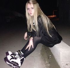 Ich suche diese oder ähnliche Schuhe. Bitte meldet euch wenn ihr welche verkaufen wollt oder ihr...,plateau boots tower pink rosa plateausole retro vintage manga ani in Bremen - Horn