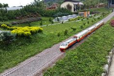 Taman Miniatur Kereta Api di Floating Market Lembang